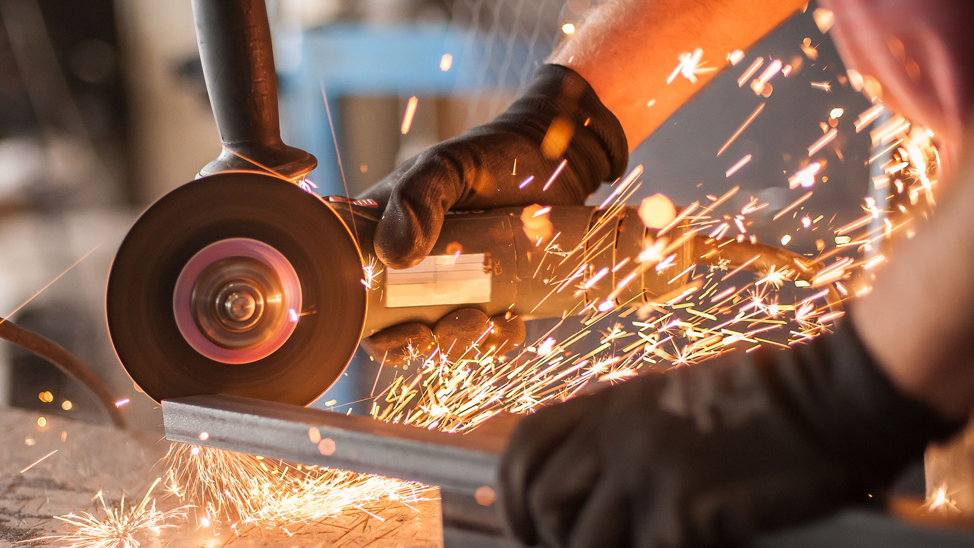 Using a steel grinder with sparks